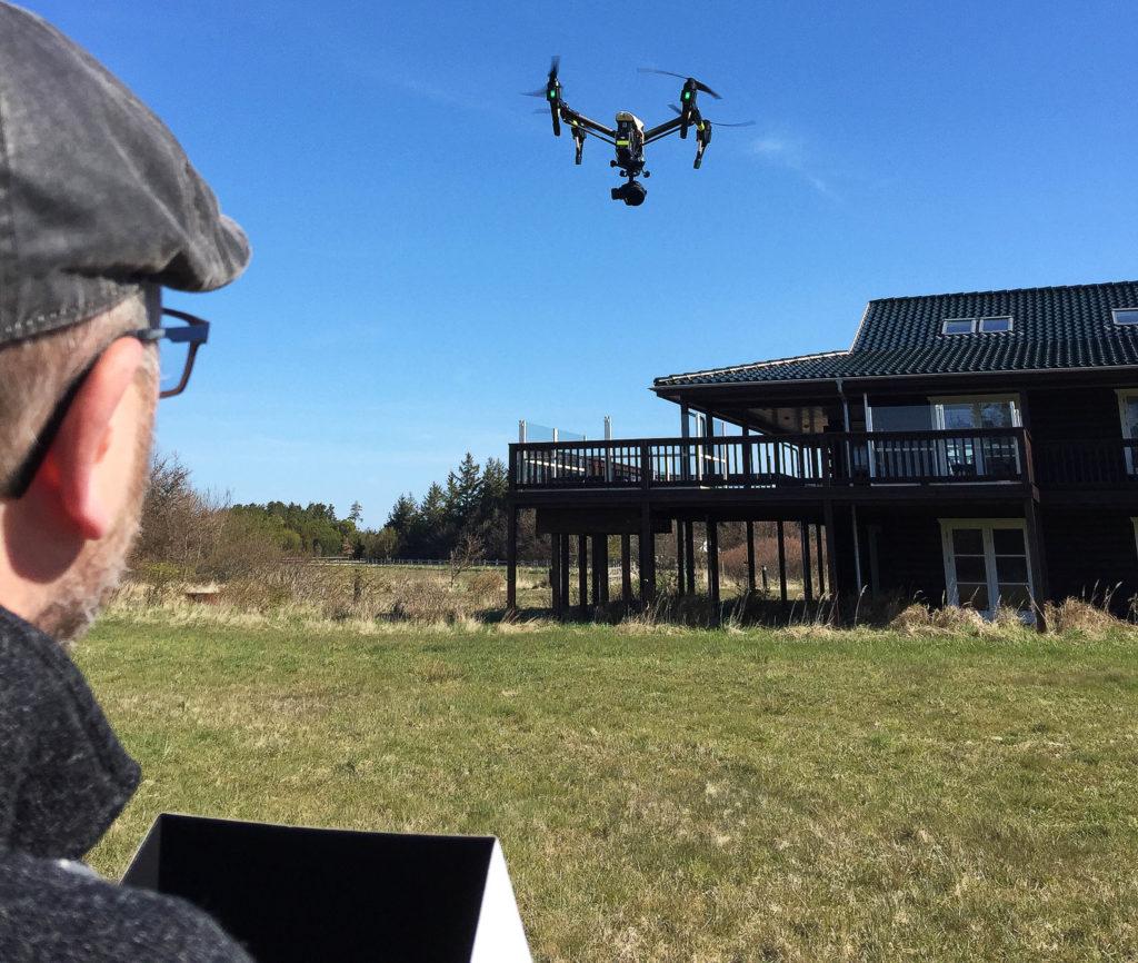 Vores professionelle videooptagelser med droner kan bruges til inspektion, dokumentation, hjælp til opmåling, visualisering, eller blot til at skabe overblik.